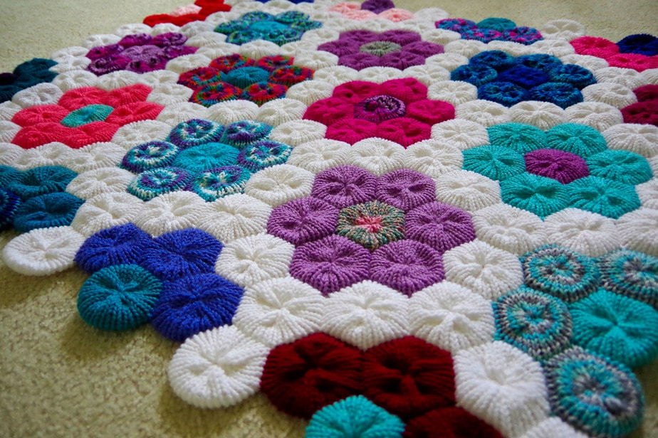 How to make the hexagon flower afghan on your addi express hexagon flower afghan knitted on addi express professional knitting machine bankloansurffo Images
