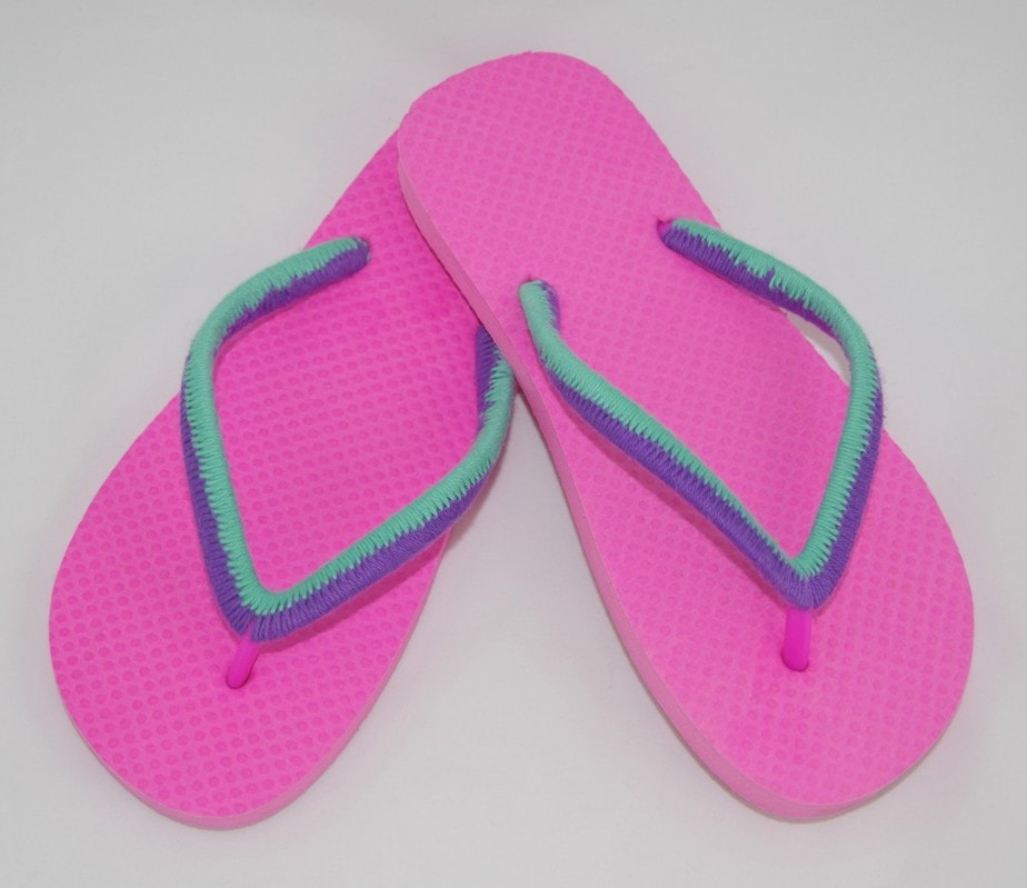 Colorblock Yarn Bombed Flip Flops - DIY Summer Craft