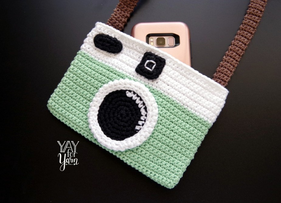 Free Crochet Pattern for Vintage Camera Purse - Written Pattern with Video Tutorial