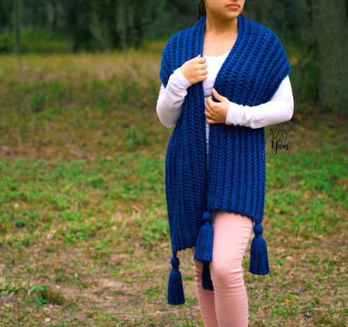 easy free crochet pattern for a knit look scarf with tassels