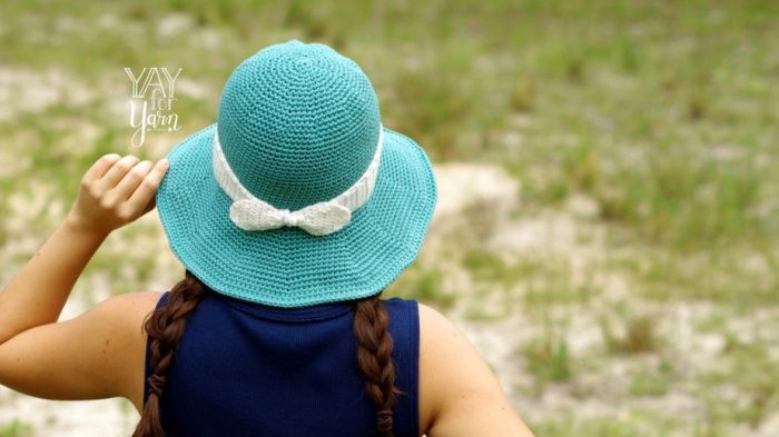 Wide-brim sunhat with bow on the back