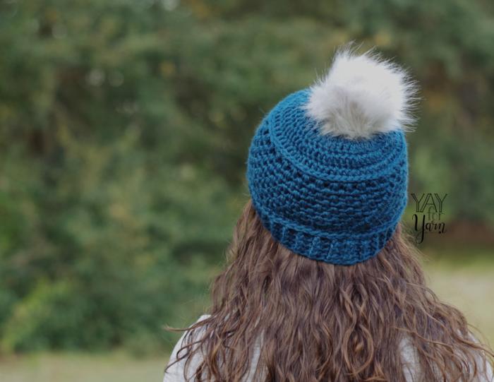 Puff Stitch Hat with faux fur pom pom - textured crochet beanie pattern