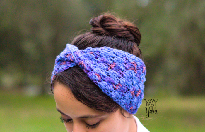 front view - how to crochet a twisted earwarmer headband