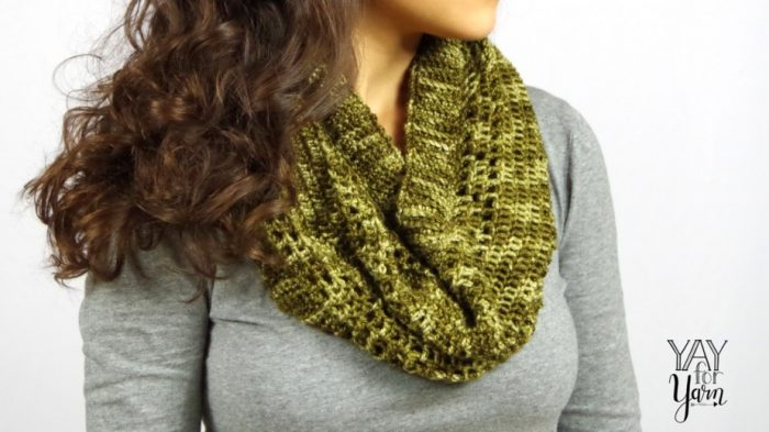 Dots & Dashes Cowl - FREE Crochet Pattern w/ VIDEO TUTORIAL | Yay For Yarn