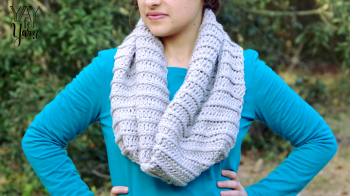 This cowl may look knitted, but it's actually crocheted!