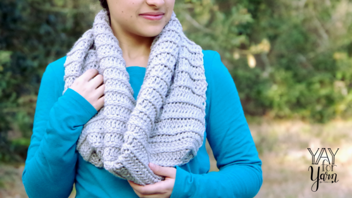 This beginner-friendly cowl is worked in a simple stitch that looks like knitting!