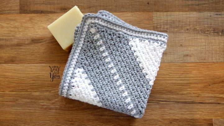 Corner-to-Corner Moss Stitch Washcloth | FREE Crochet Pattern by Yay For Yarn