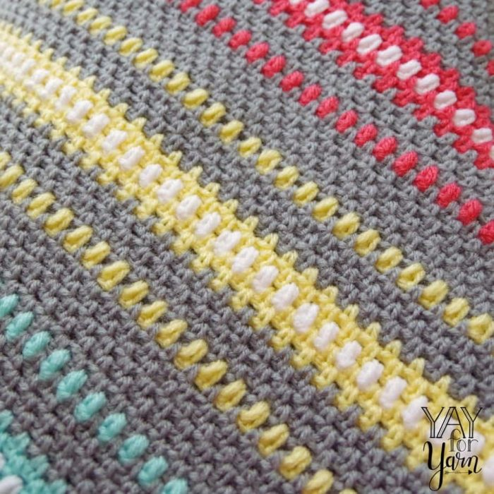 Rainbow Moss Stitch Blanket - Corner to Corner - FREE Crochet Pattern with VIDEO TUTORIAL | Yay For Yarn